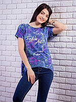 Стильная женская футболка синего цвета с принтом и жемчугом