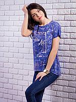 Модная женская футболка синего цвета с принтом и жемчугом