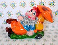 Садовая фигурка Гномик лежит