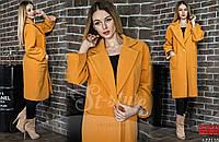 Объемное женское пальто до колена на пуговицах