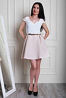 Коктейльное летнее платье с золотистым пояском и декоративные складки на талии
