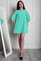 Легкое летнее платье в мятном цвете с открытыми плечами