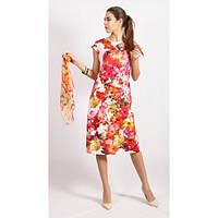 Кораловое платье с ярким цветочным принтом