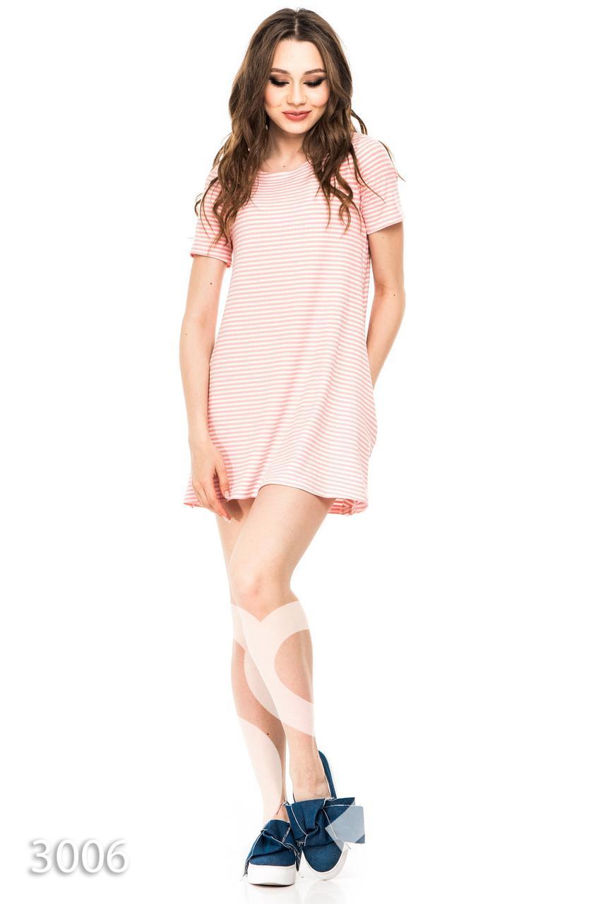Розовое в белую полоску трикотажное платье трапеция