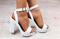 Женские кожаные босоножки,на каблуке, белые