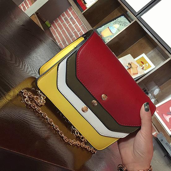 Женская маленькая сумочка на цепочке