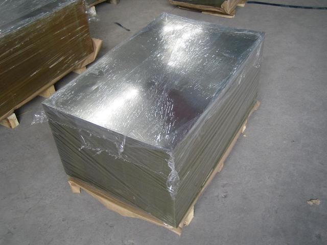 Алюминиевый лист на поддоне
