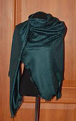 Нарядный палантин темно-зеленого цвета