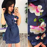 Женское стильное джинсовое платье с вышивкой