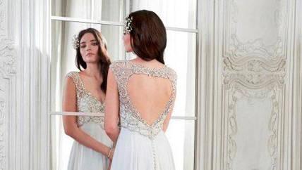 Женские платья с открытой спиной - элегантно и стильно