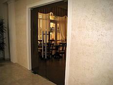 Маятниковая двойная дверь
