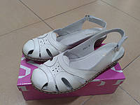 Женские босоножки с закрытым носочком на каблучке  ALLSHOES 77311, белые