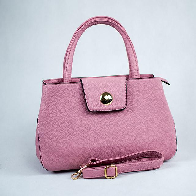 Нежно розовая классическая женская сумка из кожзаменителя