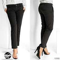Стильные классические брюки по косточку с карманами по бокам. Ширинка на молнии с пуговицей.