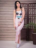 Легкое летнее платье в полоску цвета пудры с принтом