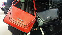 Красивый клатч-сумочка с яркой абстракцией