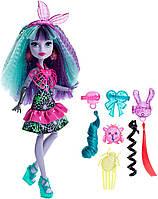 Monster High Твайла из серии Под напряжением Electrified Monstrous Hair Ghouls Twyla Doll