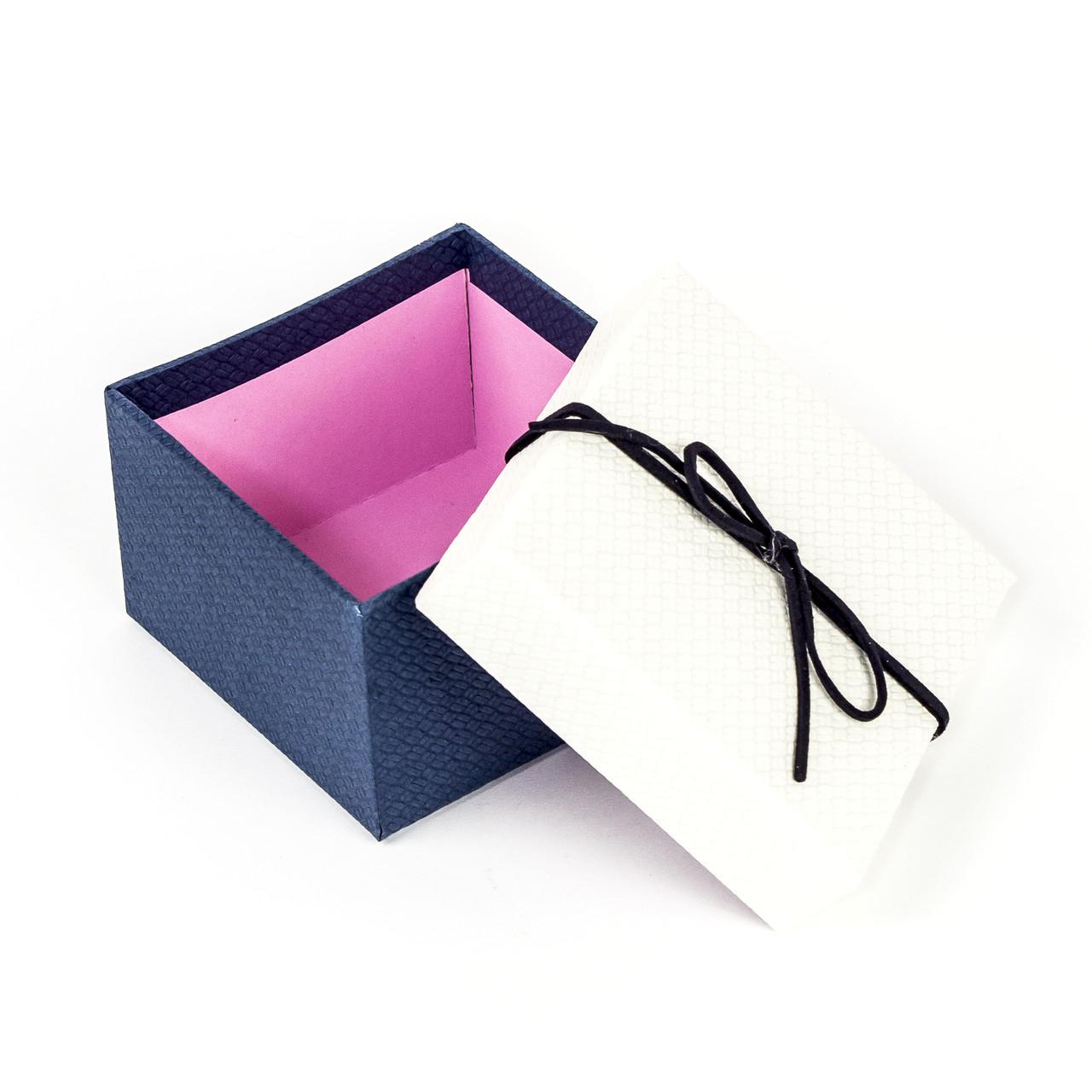 Подарочная коробка под бижутерию белая с синим бантиком 9 x 9 x 5,8 см