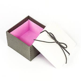 Подарочная коробка под бижутерию белая с серым бантиком 9 x 9 x 5,8 см