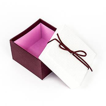 Подарочная коробка под бижутерию белая с красным бантиком 9 x 9 x 5,8 см