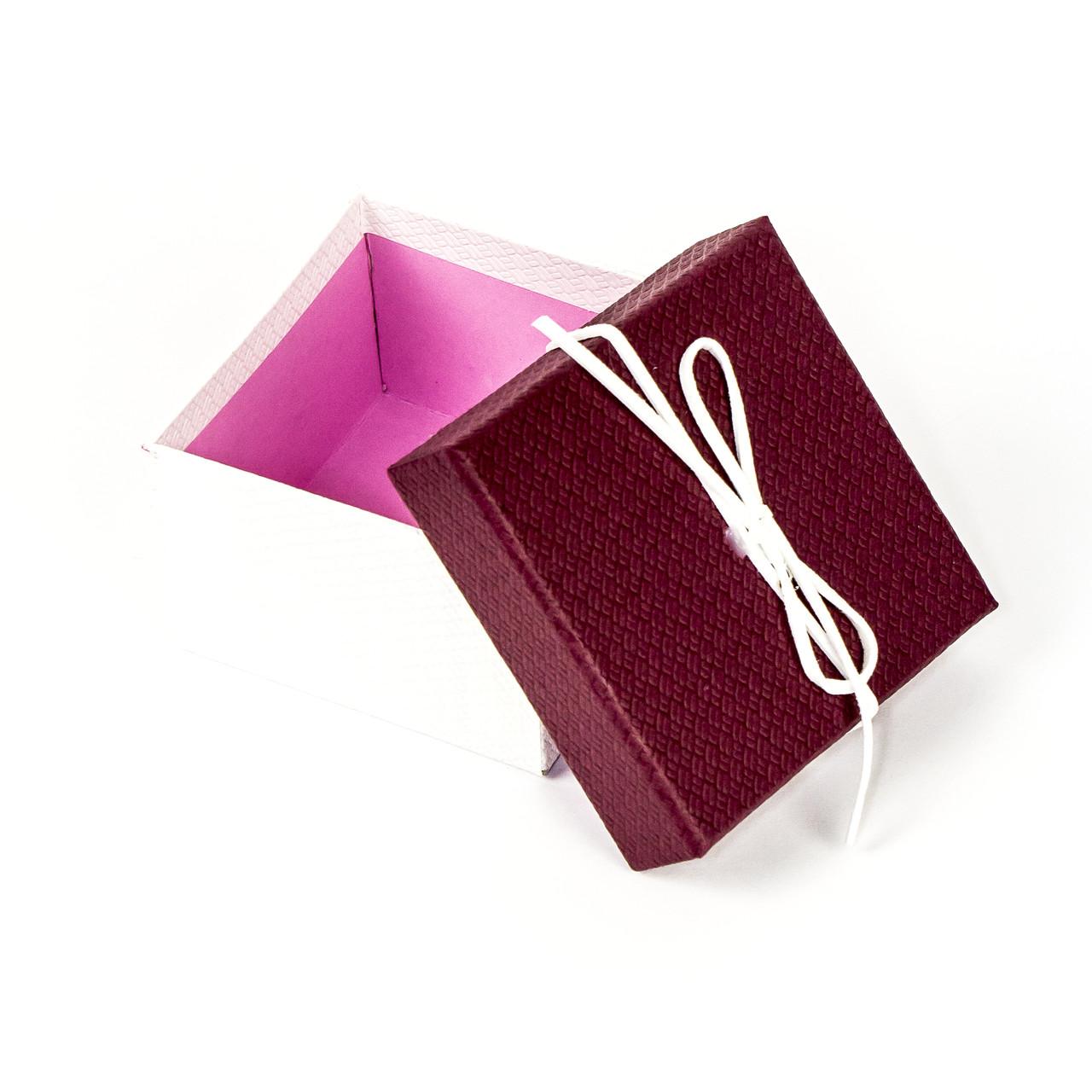 Подарочная коробка под бижутерию красная с белым бантиком 9 x 9 x 5,8 см