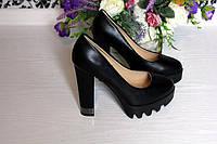Туфли на каблуке и танкетке