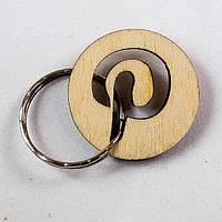 Деревянный брелок с буквой P 'pinterest'.Подарок из дерева