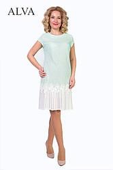 Оригинальное гипюровую платье прямого кроя, с плиссированной юбкой