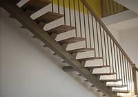 Маршевая лестница на второй этаж.