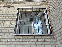 Защитная решетка на окно с коваными элементами. Возможно с установкой.
