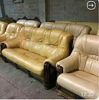 Комплект мягкой кожаной мебели 3+1+1. Диван тройка и два кресла.