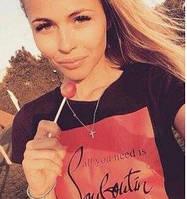 Женская футболка с надписью (Louboutin br) черный