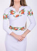 Белое трикотажное вышитое платье