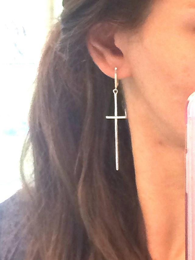 Серебряные серьги кресты как у Лободы картинка