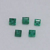 Изумруд зеленый принцесса 3х3 мм. 0,10 карат