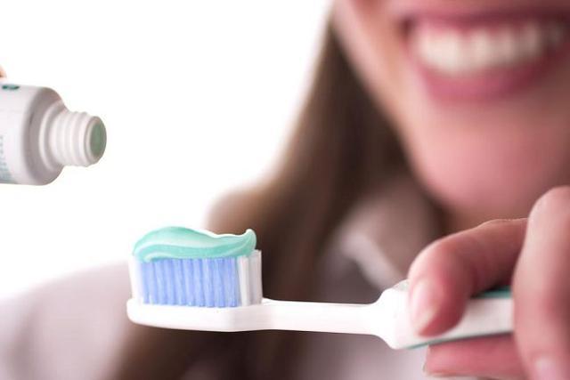 Зубные щётки и пасты
