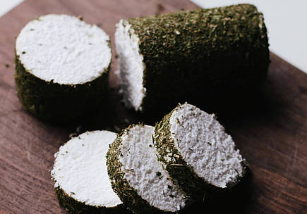 Zinka мягкий козий сыр Бюш-де-Шевр c белой плесенью /поленце с зеленью 250g/, фото 2