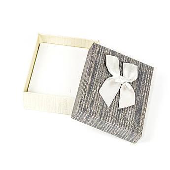 Подарочная коробочка для украшений серая 9 х 7 х 2,7 см