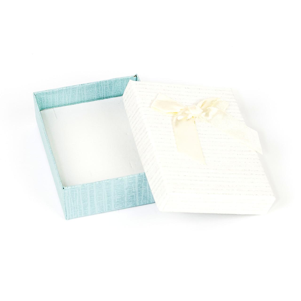 Подарочная коробочка для украшений белая 9 х 7 х 2,7 см
