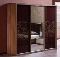 Трехдверный шкаф купе Венеция Эмбавуд с зеркалом орех