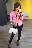 Стильный женский пиджак короткий с брошкой,цвет розовый