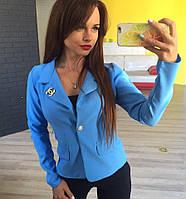 Стильный женский пиджак короткий с брошкой,цвет голубой