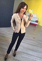Стильный женский пиджак короткий с брошкой,цвет беж