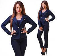 Стильный женский пиджак короткий с брошкой,цвет т.синий