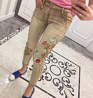 Женские стильные джинсы с цветочной вышивкой