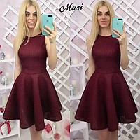 Красивое женское платье с пышной юбкой