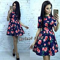 Короткое женское платье с пышной юбкой