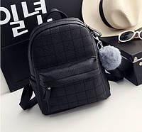 Рюкзак женский кожаный со строчкой и меховым помпоном (черный)