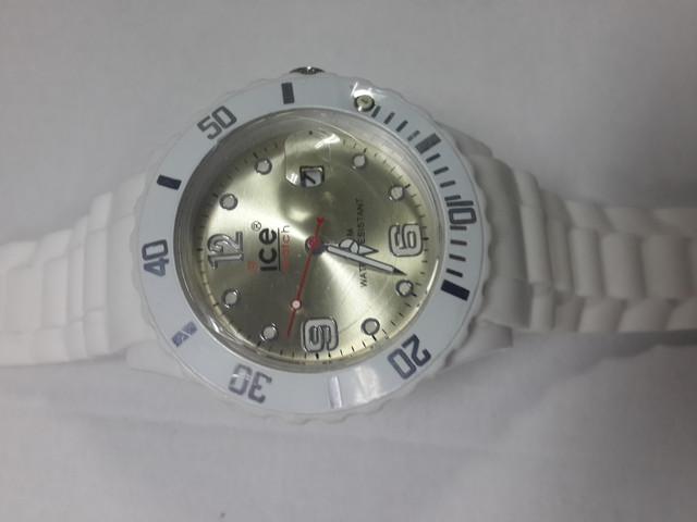 Часы на силиконовых ремешках