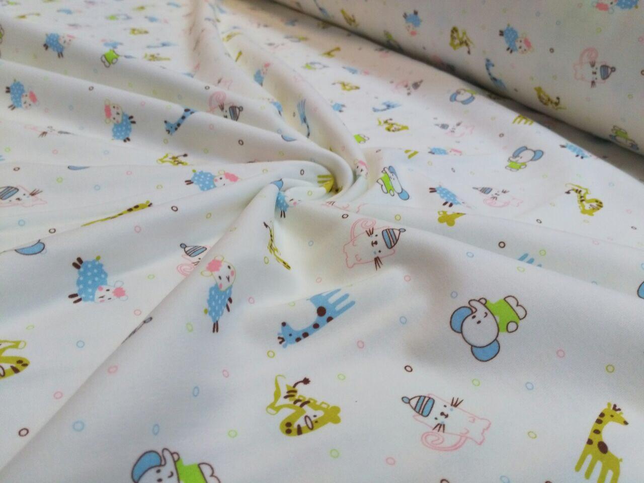 Трикотажная ткань слоники, котики, жирафы на белом
